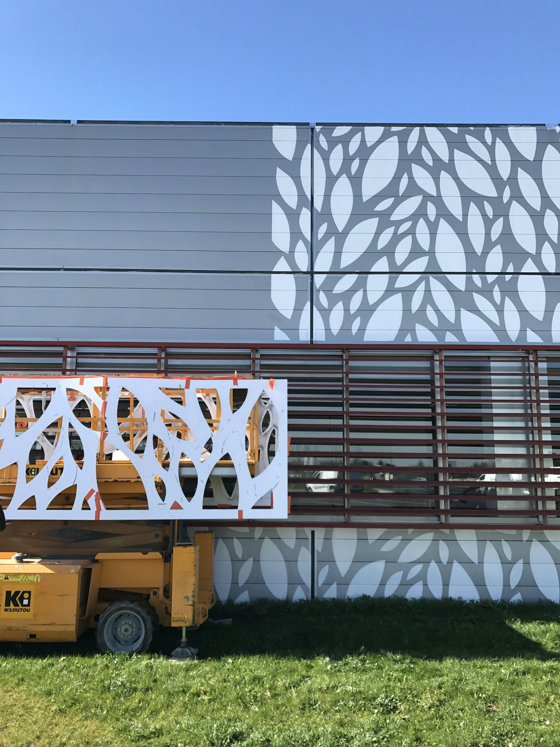 01-facade-motif-allover-vegetal-sign-paint
