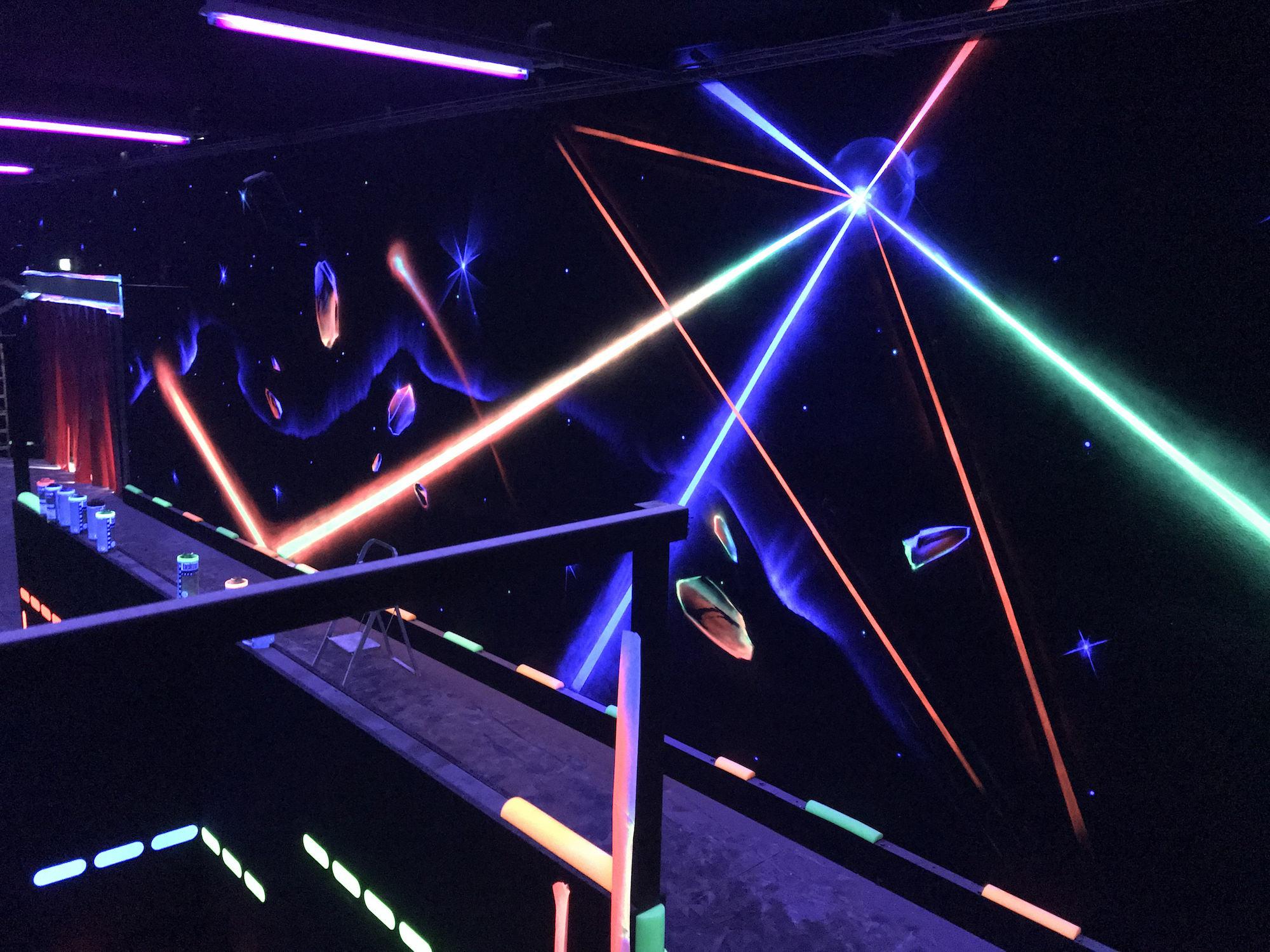 03-fresque-fluorescent-blacklight-UV-Graffiti