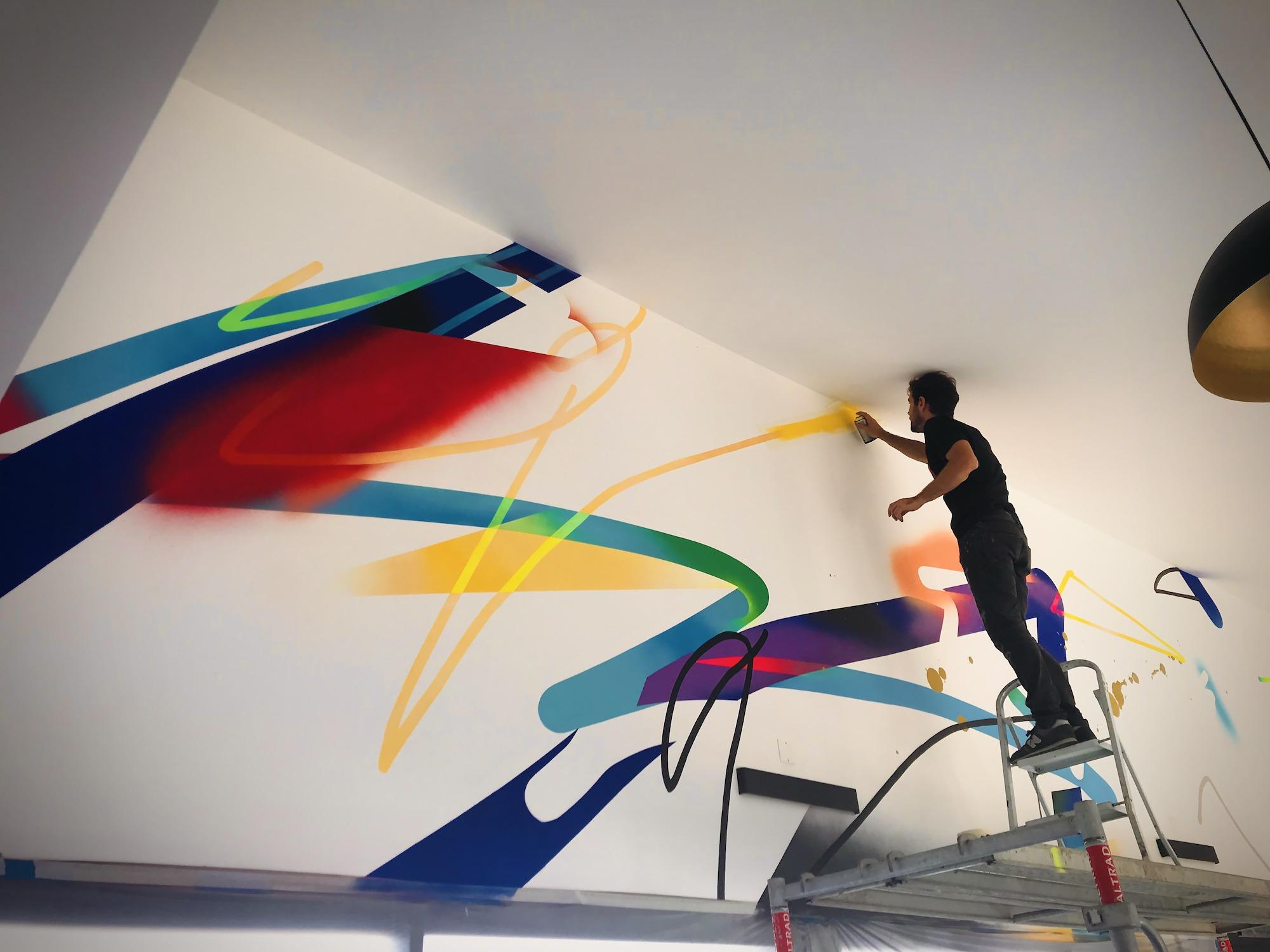 ALAUNE-artiste-graffeur-toulouse-decoration-abstrait-moderne-graphique-mural-julien-avignon