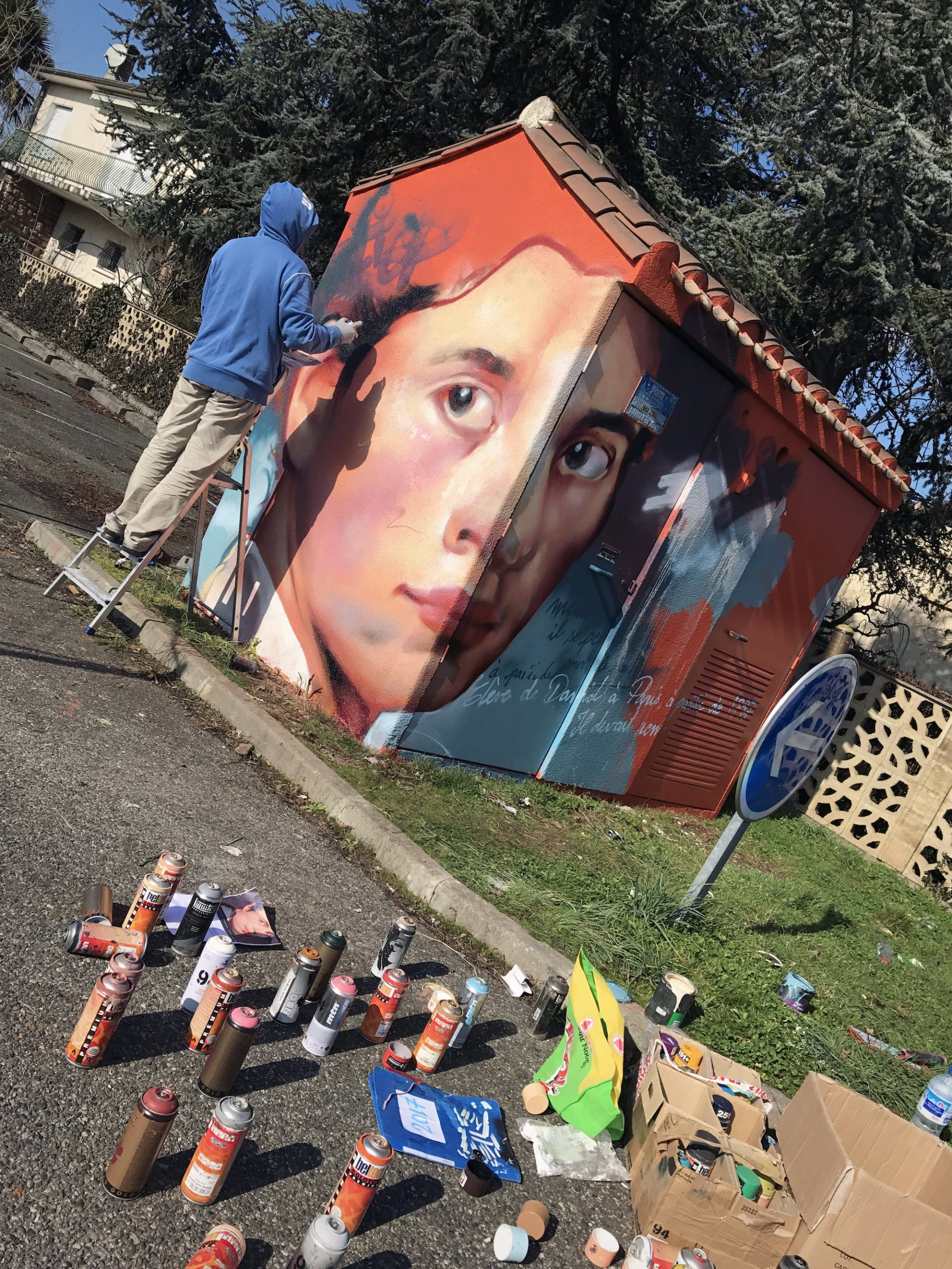 Ingres-graffiti-poste-transformation-portrait-art-fresque