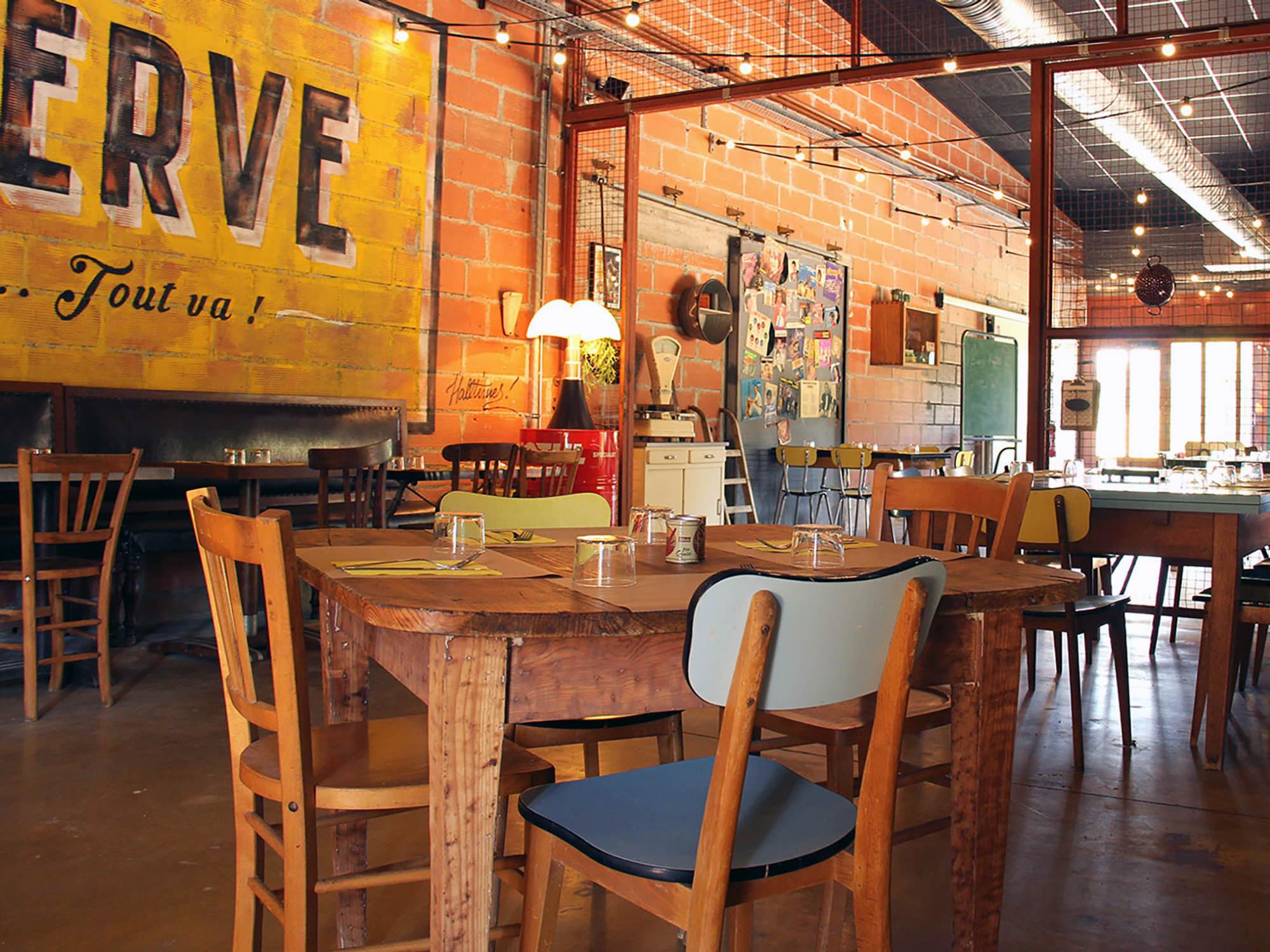 ancienne-enseigne-vintage-fresque-restaurant-artiste-peintre