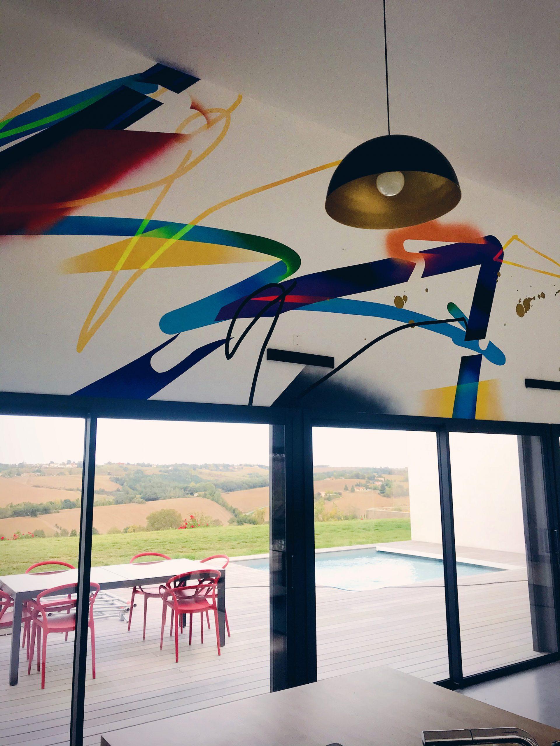 artiste-graffeur-abstrait-interieur-moderne-mural
