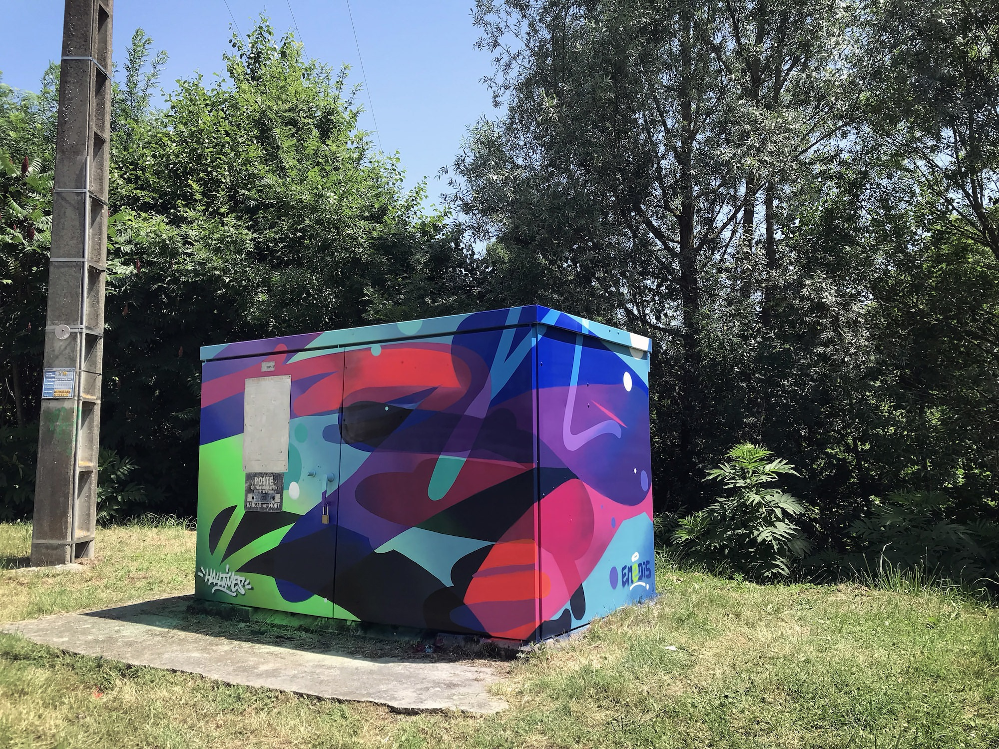 larrazet-poste-transformation-graffiti-decore