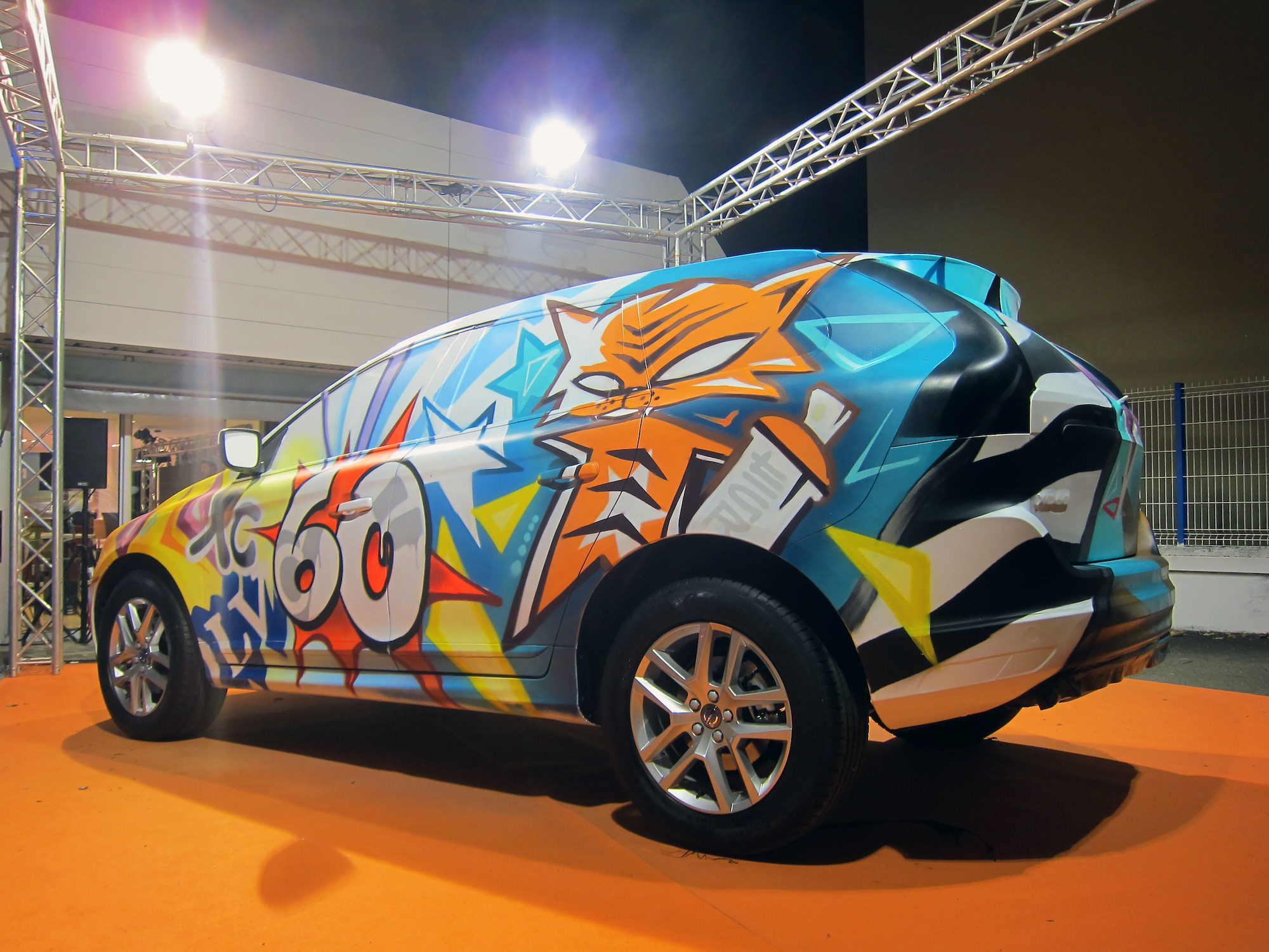 xc60-graffiti-pau-graffeur-artiste-voiture-custom