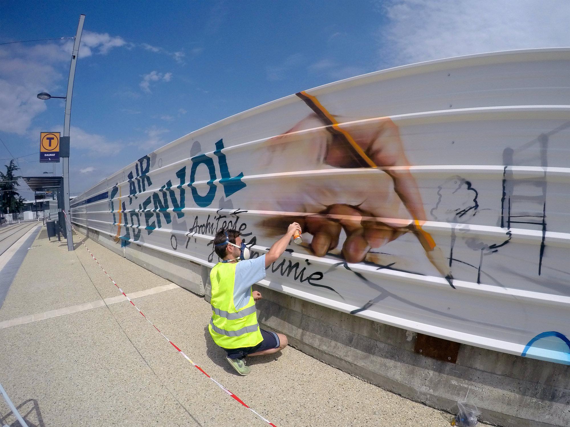 artiste fresque palissade graffeur decorateur chantier toulouse halltimes