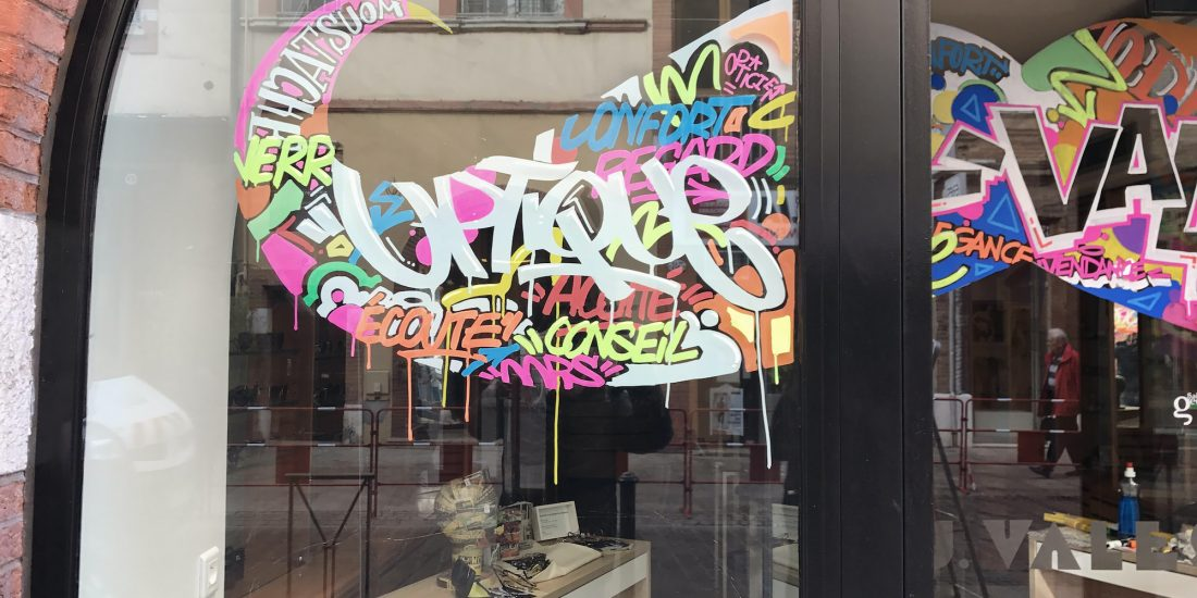 vales opticiens movember graff tag streetart vitrine magasins graffeur artiste toulouse julienavignon