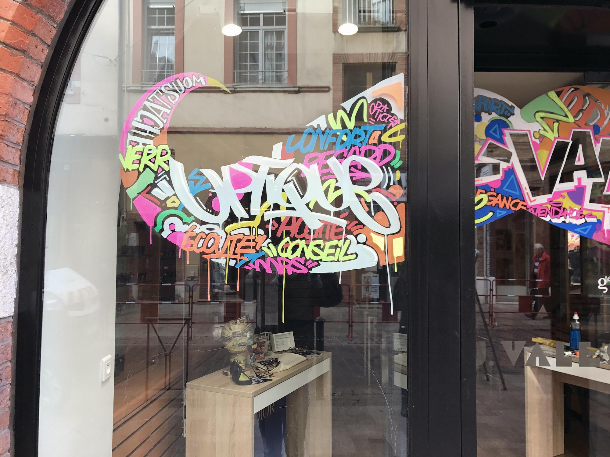 vales opticiens movember graff tag streetart vitrine magasins graffeur artiste toulouse julienavignon