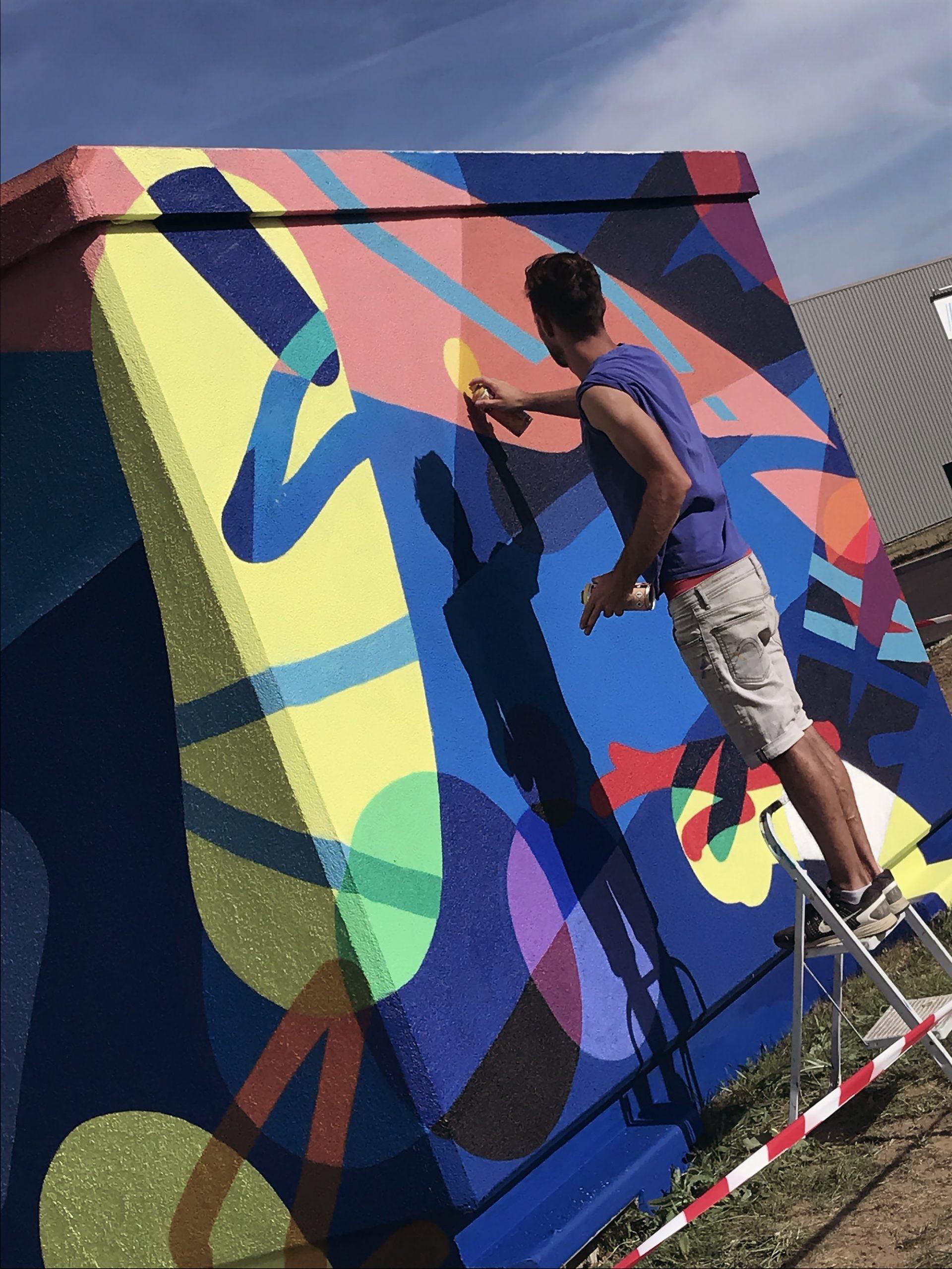artiste graffeur poste transformateur montauban