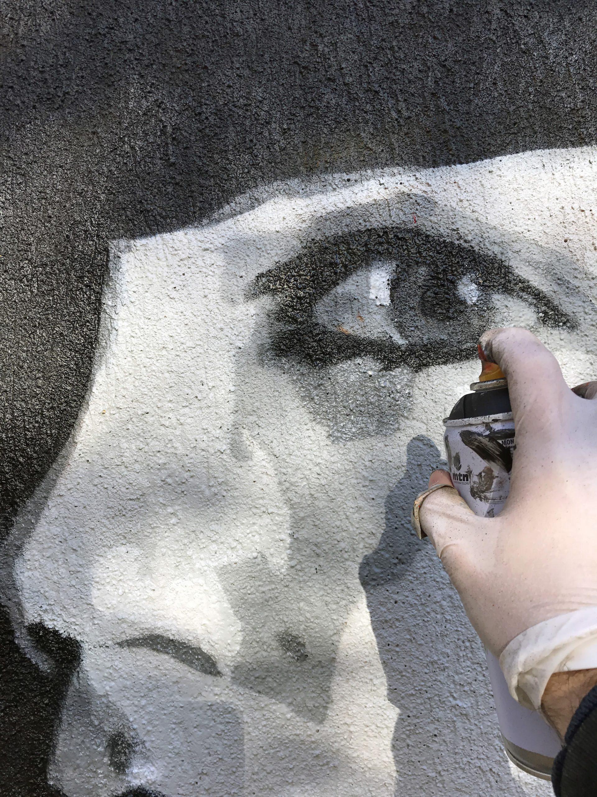 detail graffiti portrait œil montauban