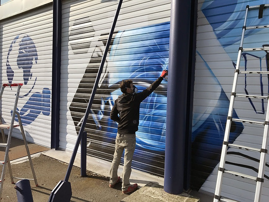 fresque deco graffeur graff rideau metallique aeronautique blagnac graffeur toulouse