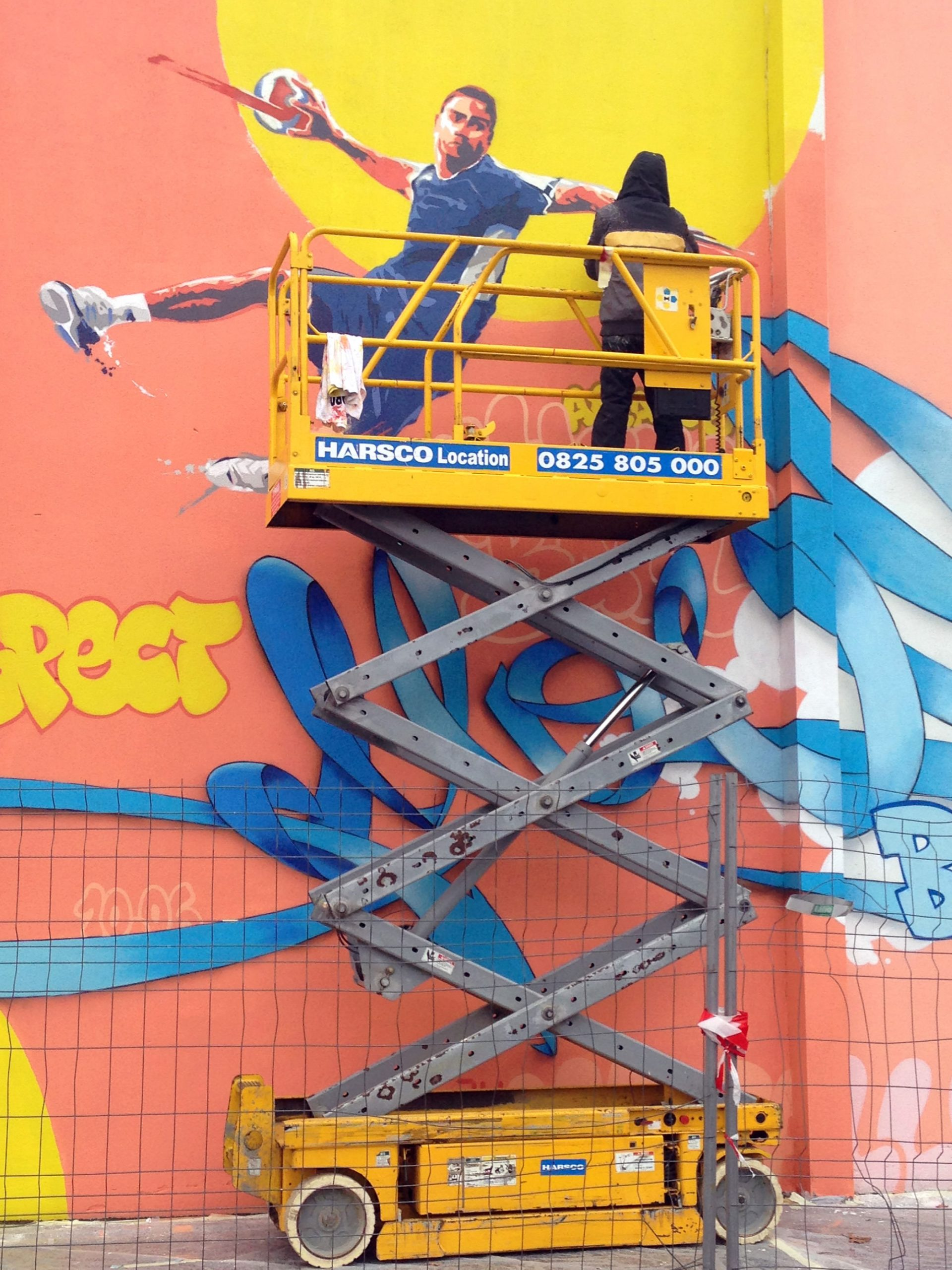 fresque decoration batiment asport graffeur graff