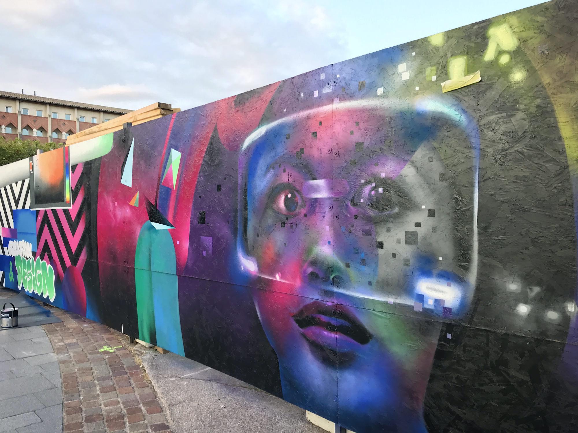 fresque ynov icade realisme portrait graffeur graff streetart toulouse metropole