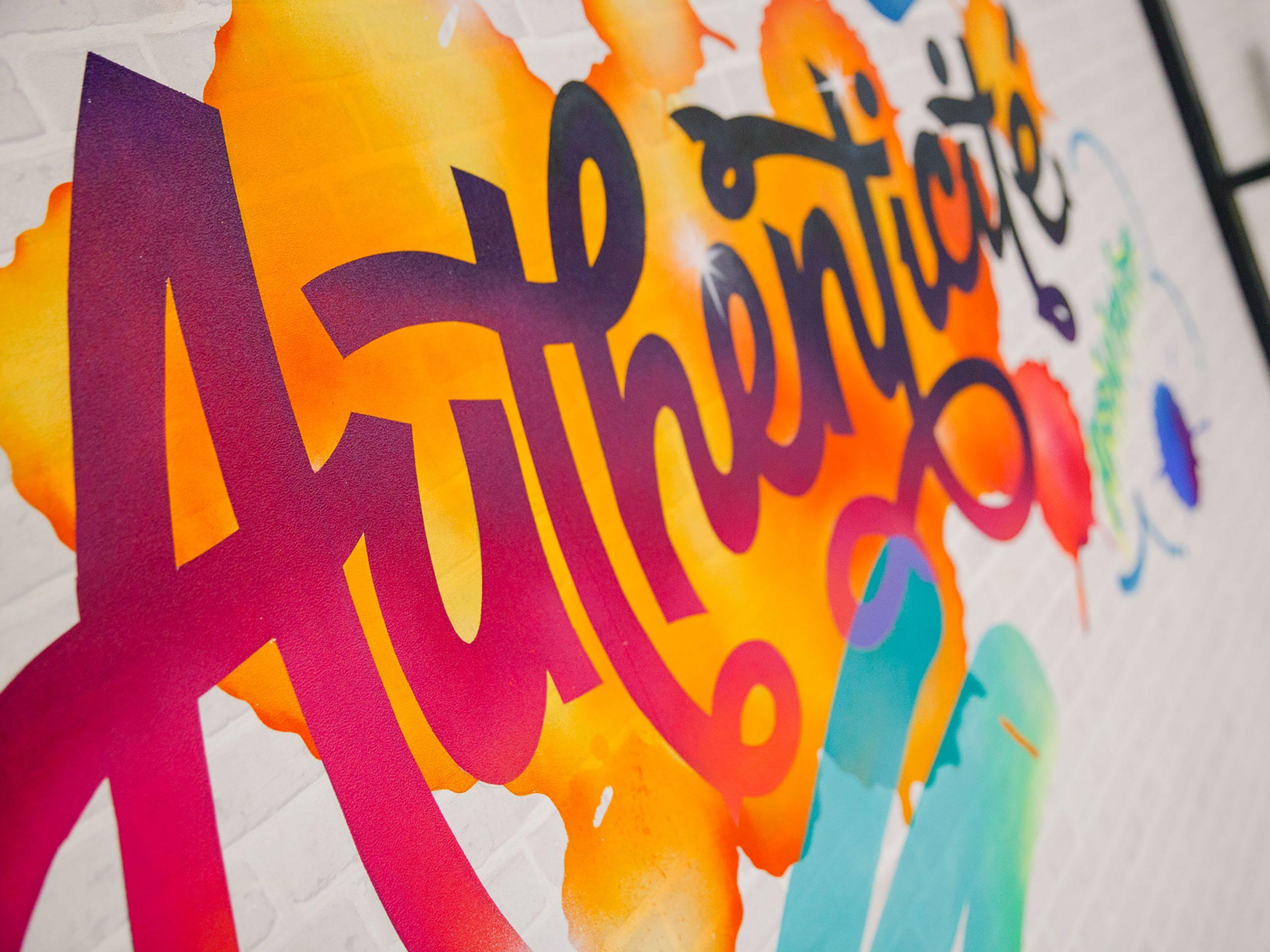 detail-fresque-streetart-graffiti-toulouse-graffeur-artiste-agence-communication-halltimes